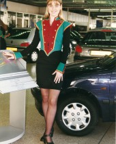 hotesse-axa-groom-concessionnaires-auto
